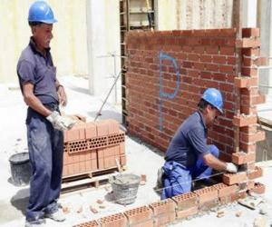 A bricklayer raising a wall puzzle