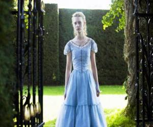 Alice (Mia Wasikowska) a young 19 year old, entering the Victorian mansion where he lived in his childhood puzzle