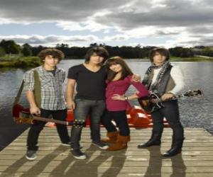 Brothers Grey (Jonas Brothers) y Mitchie Torres (Demi Lovato)  puzzle