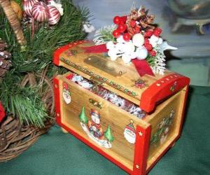Chest decorated with Christmas themes puzzle
