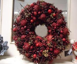 Christmas wreath with red fruits puzzle