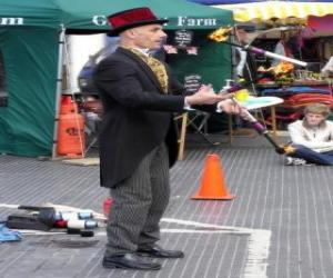 Clown doing jugglings puzzle