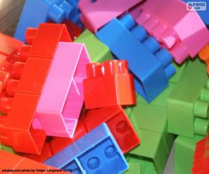 Construction game pieces puzzle