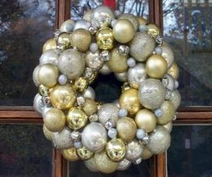 Crown of Christmas, made with balls puzzle