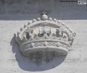 Crown sculpted puzzle