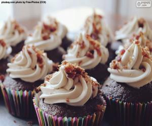 Cupcakes with icing puzzle