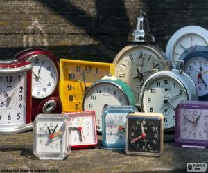 Different alarm clocks puzzle