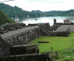 Fortifications of the Panama Caribbean coast: San Lorenzo and Portobelo puzzle