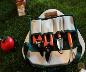 Garden tool kit puzzle