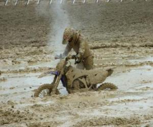 Motorcycle endurance trapped in the mud puzzle