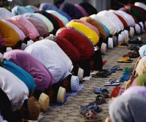 Muslims praying puzzle