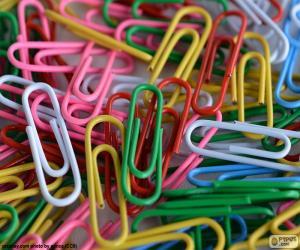 Paper clip of colors puzzle