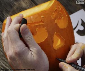 Preparing the pumpkin of Halloween puzzle