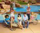 Chad (Corbin Bleu), Taylor (Monique Coleman), Gabriella Montez (Vanessa Hudgens), Troy Bolton (Zac Efron), Ryan Evans (Lucas Grabeel), Sharpay Evans (Ashley Tisdale) beside the pool