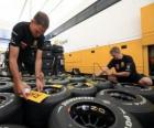 Mechanical F1, preparing the tyre