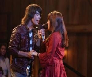 Shane (Joe Jonas) Singing together Mitchie Torres (Demi Lovato) in Final Jam puzzle