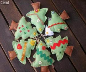 Six small trees of Christmas puzzle