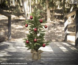 Small Christmas tree puzzle
