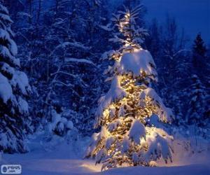 Snowy Christmas tree puzzle