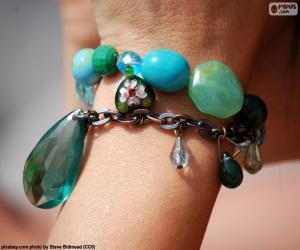 Stones bracelet puzzle