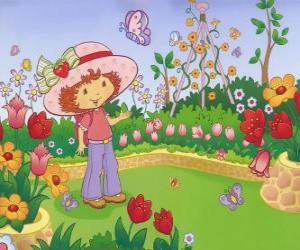 Strawberry Shortcake watching the nature puzzle