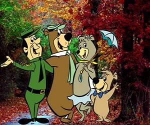 The protagonists of the adventures: Yogi Bear, Boo-Boo, Cindy and the park ranger Smith puzzle